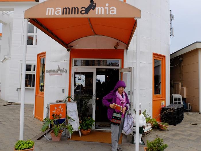 บริเวณทางเข้าร้าน mammamia