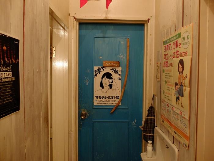 ประตูห้องส่วนเฉพาะของพนักงานครับ แนวดี