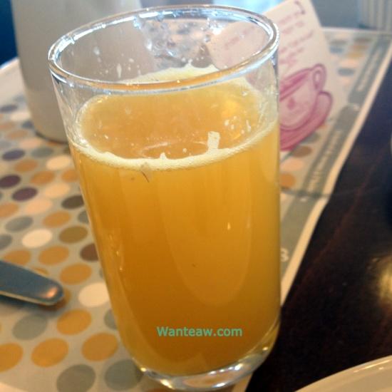 และนี่คือผลงานน้ำส้มที่ผมกดเองดื่มด่ำเคล้ากลิ่นไอทะเลเมดิเตอร์เรเนี่ยน อิอิ