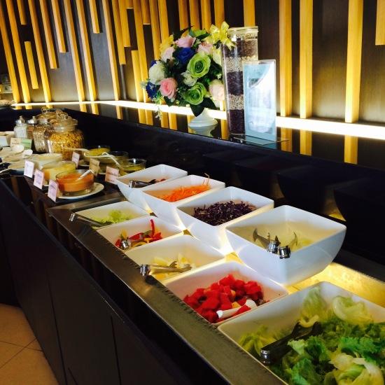 อาหารเช้าหลากหลายทั้งสไตล์ไทยและอเมริกัน แต่ที่เข้าไปพัก 2 วัน อาหารแทบจะเหมือนเดิมเลย ป.ล. ข้าวต้มหมูอร่อยดี