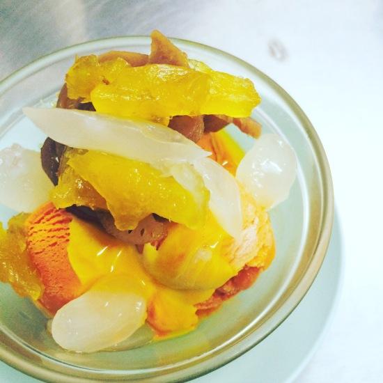 Strongly Recommend ไอศครีมรสชาไทยใส่ท๊อปปิ้งเยอะ หรือจะใส่ไข่ด้วยก็ได้ ถ้วยนี้อร่อยมากกกก ราคาแค่ 20 บาท!!!
