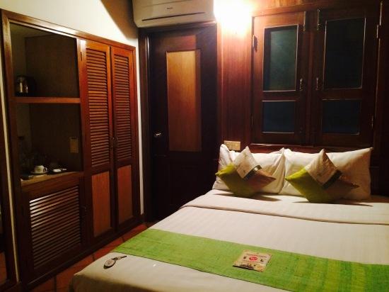 ห้องแบบ Double Bed เตียงนอนสบายดี ห้องดูไม่ใหม่แต่สะอาดมาก