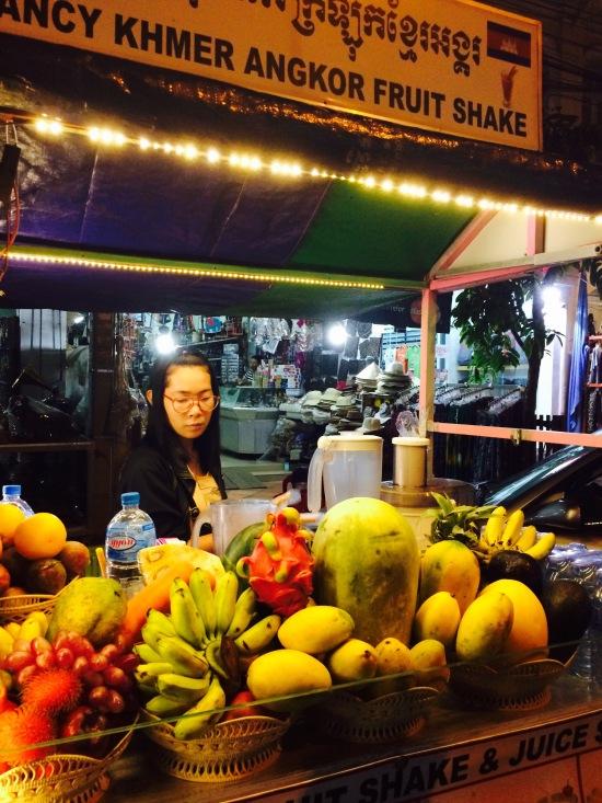 เจอร้านขายน้ำผลไม้ปั่นแก้วละ $1 แม่ค้าพูดไทยชัดมากกกกก