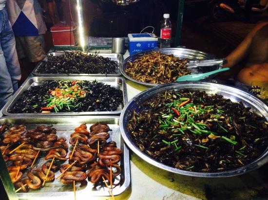 ปกติเป็นคนชอบกินแมลงทอดนะ แต่เจองูขดมาเป็นตัวๆนี่ยอมเลย