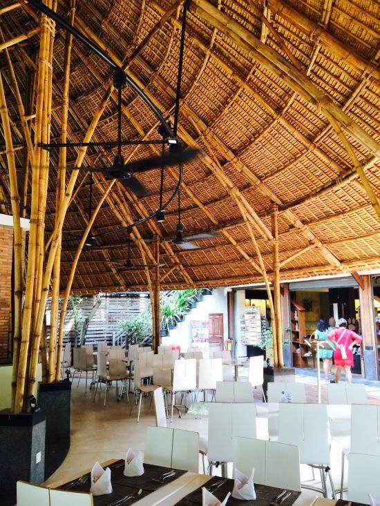 โครงสร้างร้านทำจากไม้ไผ่ สวยดี